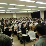 新入生・自治会2年生有志・教職員による校歌の大合唱