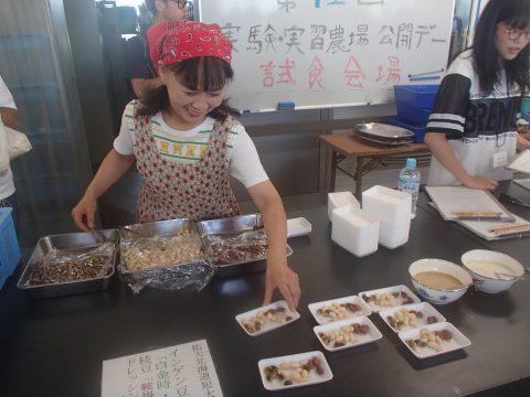 【画像】試食会場も盛況でした。インゲン豆です。