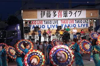 【画像】今年は伊藤多喜雄さんの生歌にあわせて踊りました