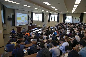 環境農学コースの学生を中心に100名以上が出席しました。