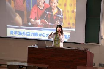 野々垣氏から具体的な青年海外協力隊への参加方法について説明を受けました。