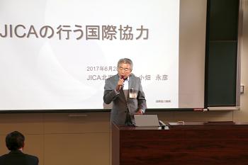 篠塚学長のご挨拶。学長も元々は海外協力の専門家でした。