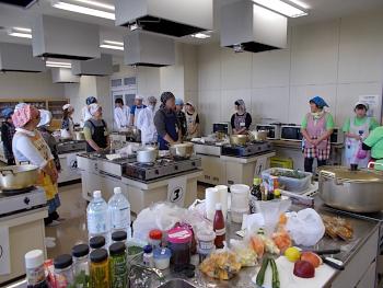 本学の学生にとっては初めてのサバイバルキッチンです