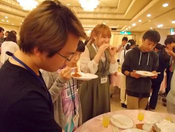 各テーブルの軽食タイム3