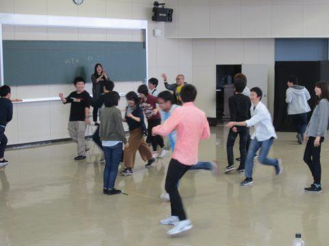 拓殖大学北海道短期大学にて演出家によるワークショップ