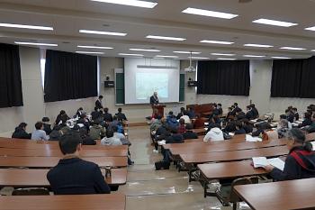 平成30年度ゼミ成果発表会が篠塚学長の開会挨拶で始まりました