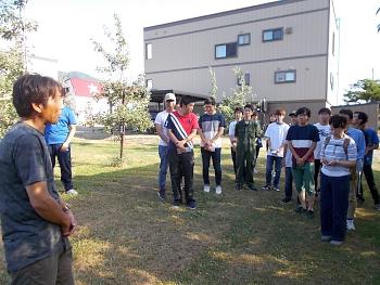 水沢園主から栽培している果樹の説明を受けました