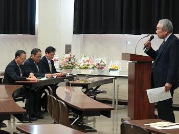 篠塚学長から退職される方へのねぎらいもこめた開会のご挨拶
