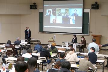 田中副学長の進行でZOOMと会場でパネルディスカッション
