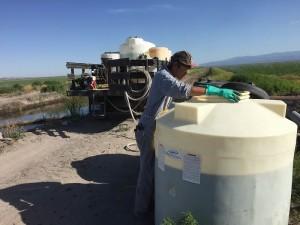 農薬と肥料の散布