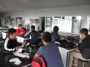 小型クレーン技能講習会開講。まずは基本を勉強。