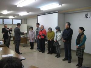 平成27年度公開講座閉校式。7名の皆勤賞参加者に修了書が授与されました。